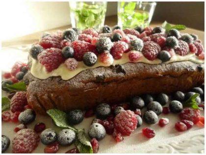 kerstcake met vers fruit