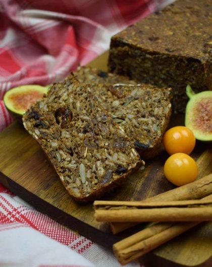 Gebakken brood van Noets fruitig koolhydraatarme Vezelbroodmix